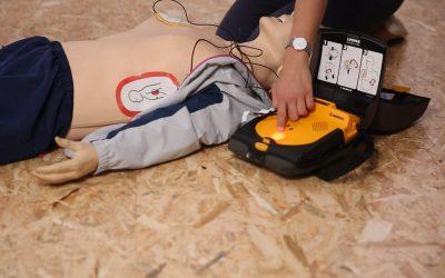 AED / Defibrillator im Betrieb